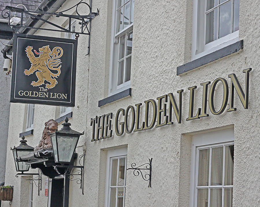 golden lion inn magor